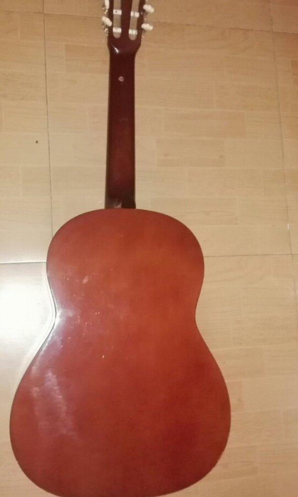 帮我看看这是不是古典吉他[tmp_63f8a7f7795914897834d1f578ae6eec95217e8a20429793.jpg]