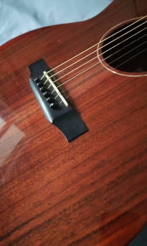 我想转手一台吉他。[tmp_4f71fae9b3928aae7a219c8690c6501cfd18d27b6ce42fe3.jpg]