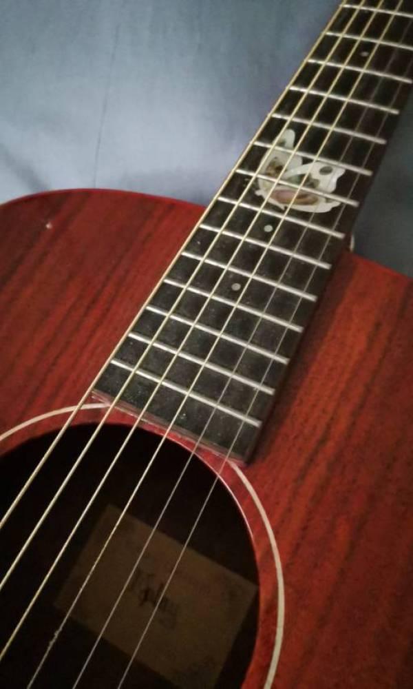 我想转手一台吉他。[tmp_3a0df2f165ac18b5f686ad3d30481e5aa07d506d2e5007f6.jpg]